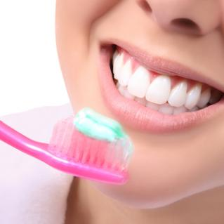 teeth with brush small 21632824